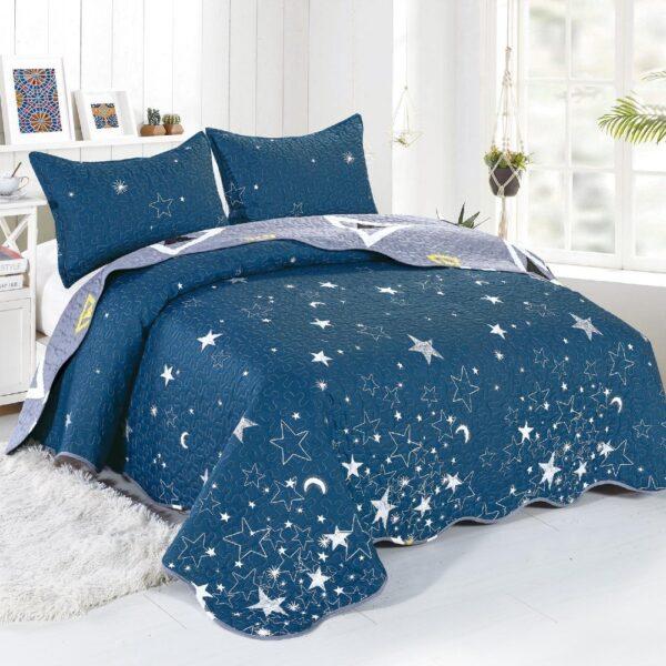 cuvertura albastra cu stele si luna