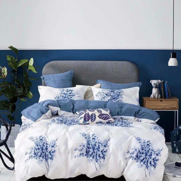 Lenjerie alba cu flori albastre