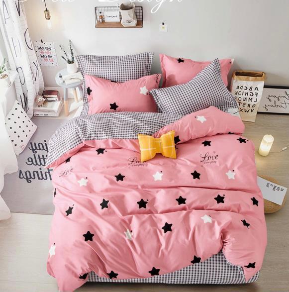 Lenjerie de pat roz cu stelute negre