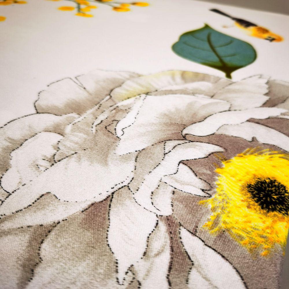 lenjerie-alba-cu-flori-colorate