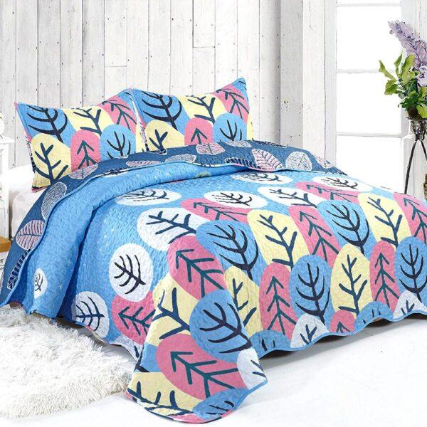 cuvertura de pat albastra cu model