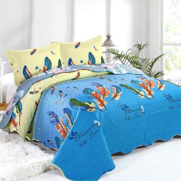 cuvertura de pat albastra cu pene colorate