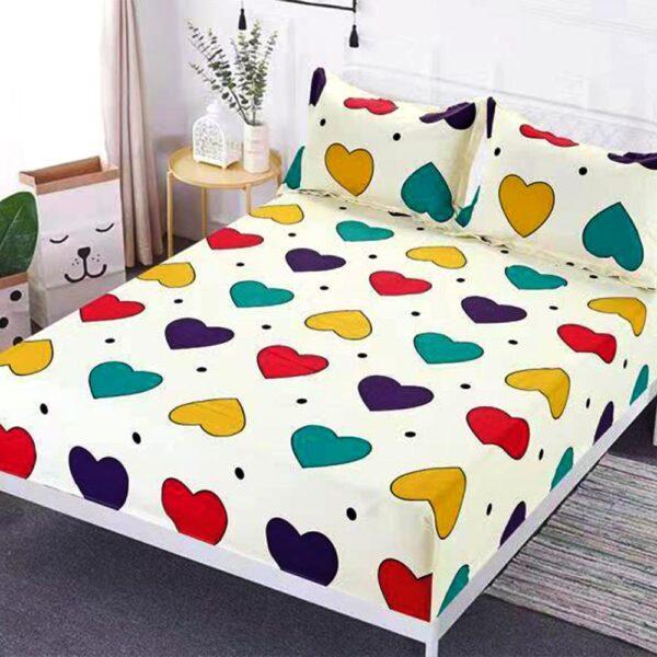 husa de pat cu elastic model cu inimioare colorate