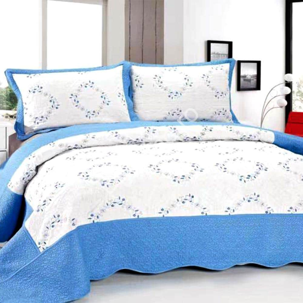 Cuvertura de pat alb cu albastru