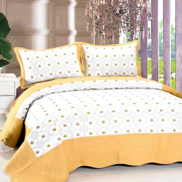 Cuvertura de pat alba cu bej