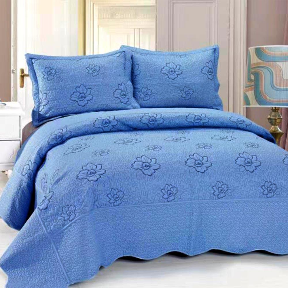 Cuvertura de pat albastra cu perne