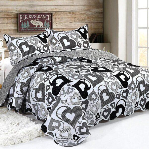 cuvertura de pat alb cu negru model cu inimioare