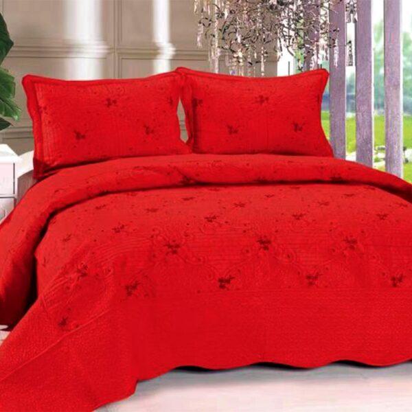 Cuvertura de pat rosie cu flori