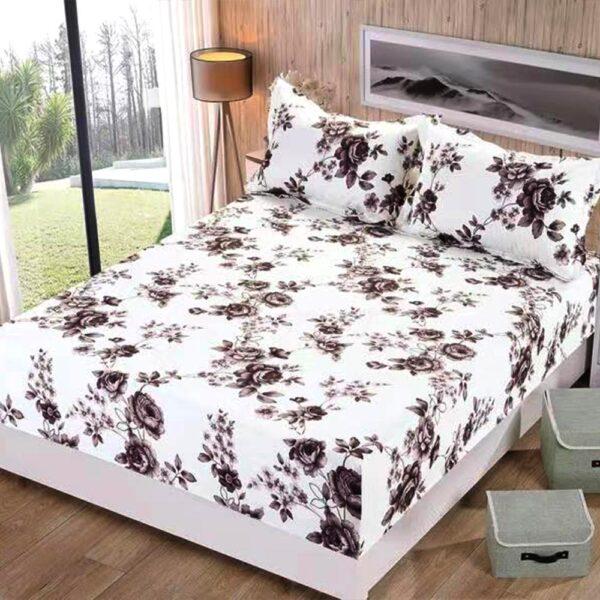 husa de pat si set de perne alba cu flori