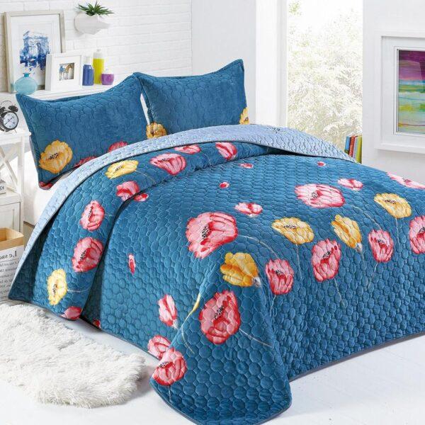 Cuvertura catifea albastra cu flori rosii si galbene