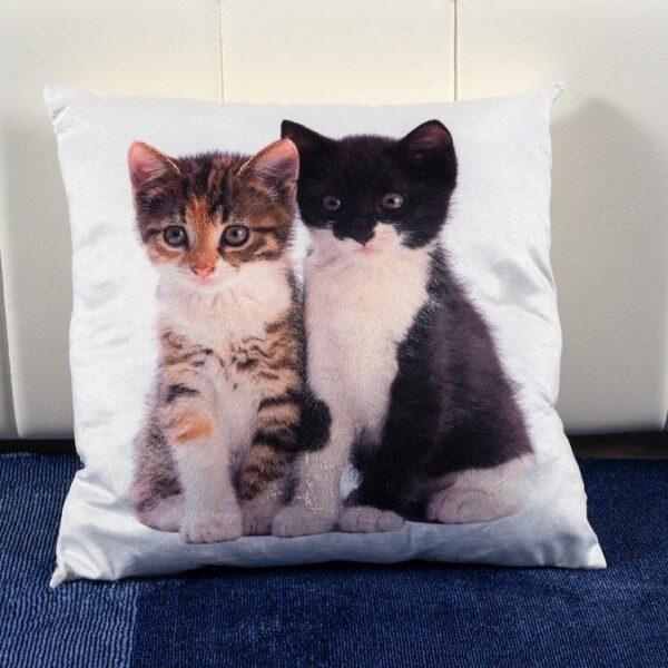 Perna decorativa alba cu pisicute