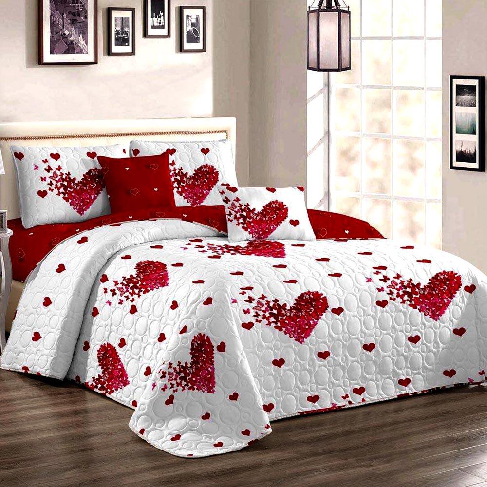 Cuvertura de pat alba cu rosu si inimioare
