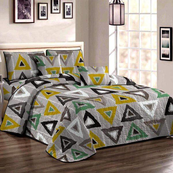 Cuvertura de pat multicolora cu triunghiuri