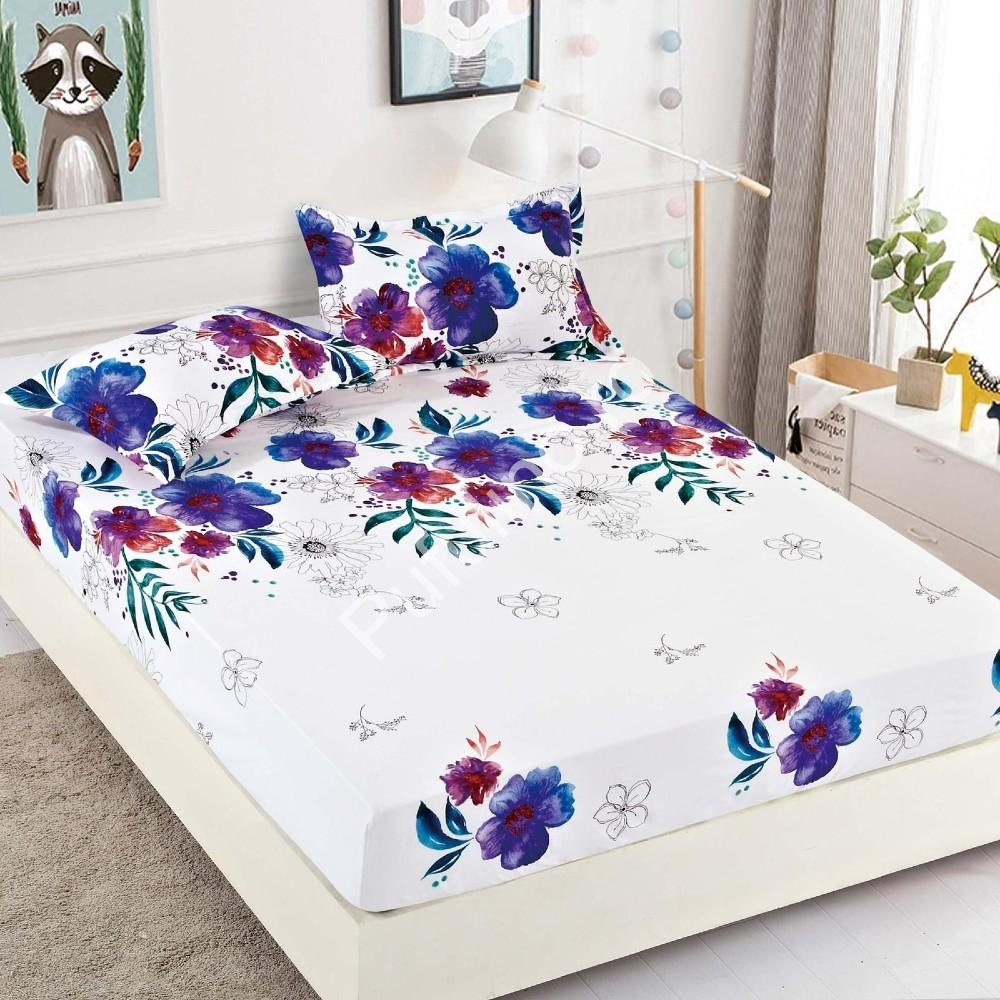 husa de pat alba cu flori albastre