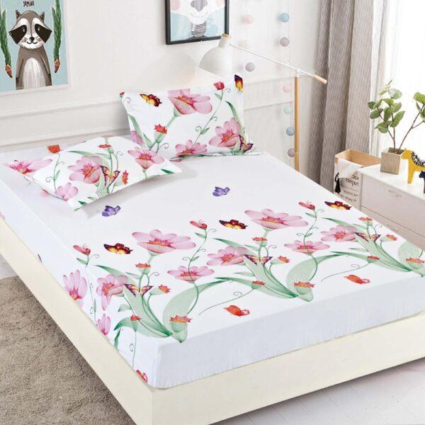 husa de pat alba cu flori colorate