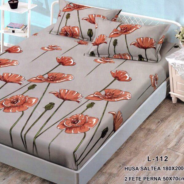 husa de pat finet si 2 fete de perna maro cu flori