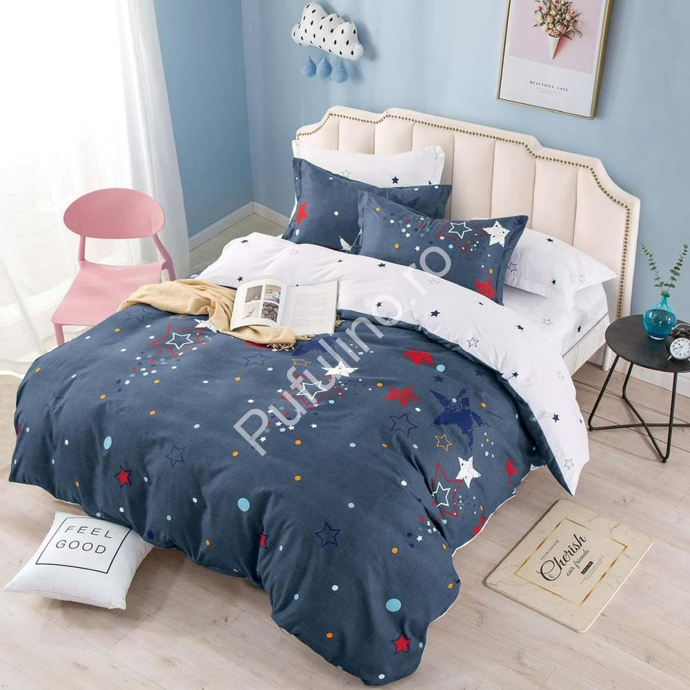 lenjerie albastra cu stelute colorate