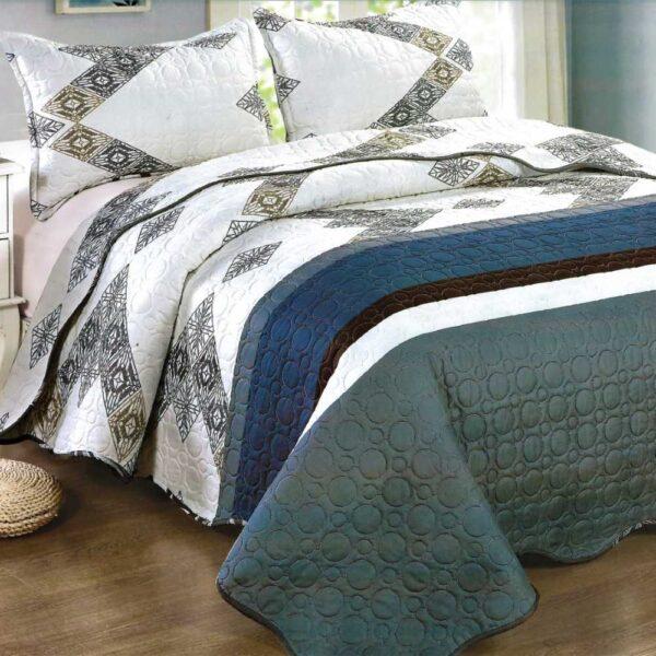 Cuvertura de pat alba cu model abstract