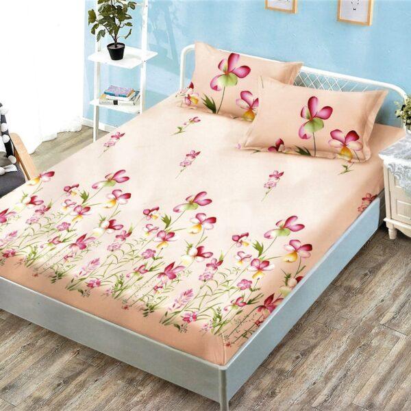husa de pat cu elastic bej cu flori rosii