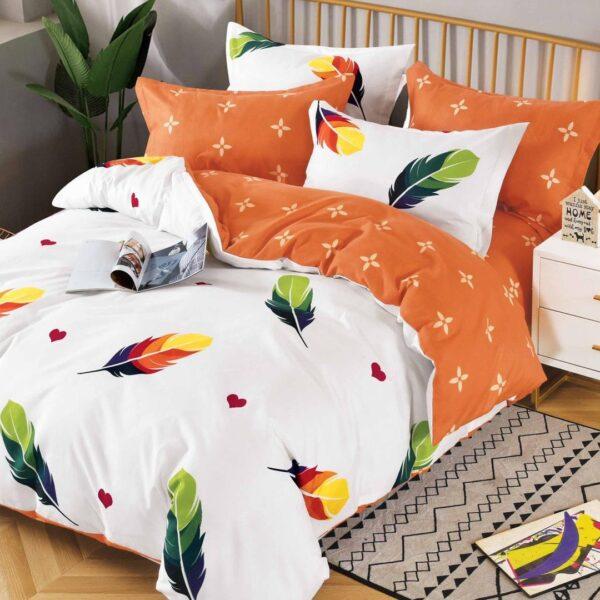 lenjerie alba cu 2 fete portocalii si pene colorate