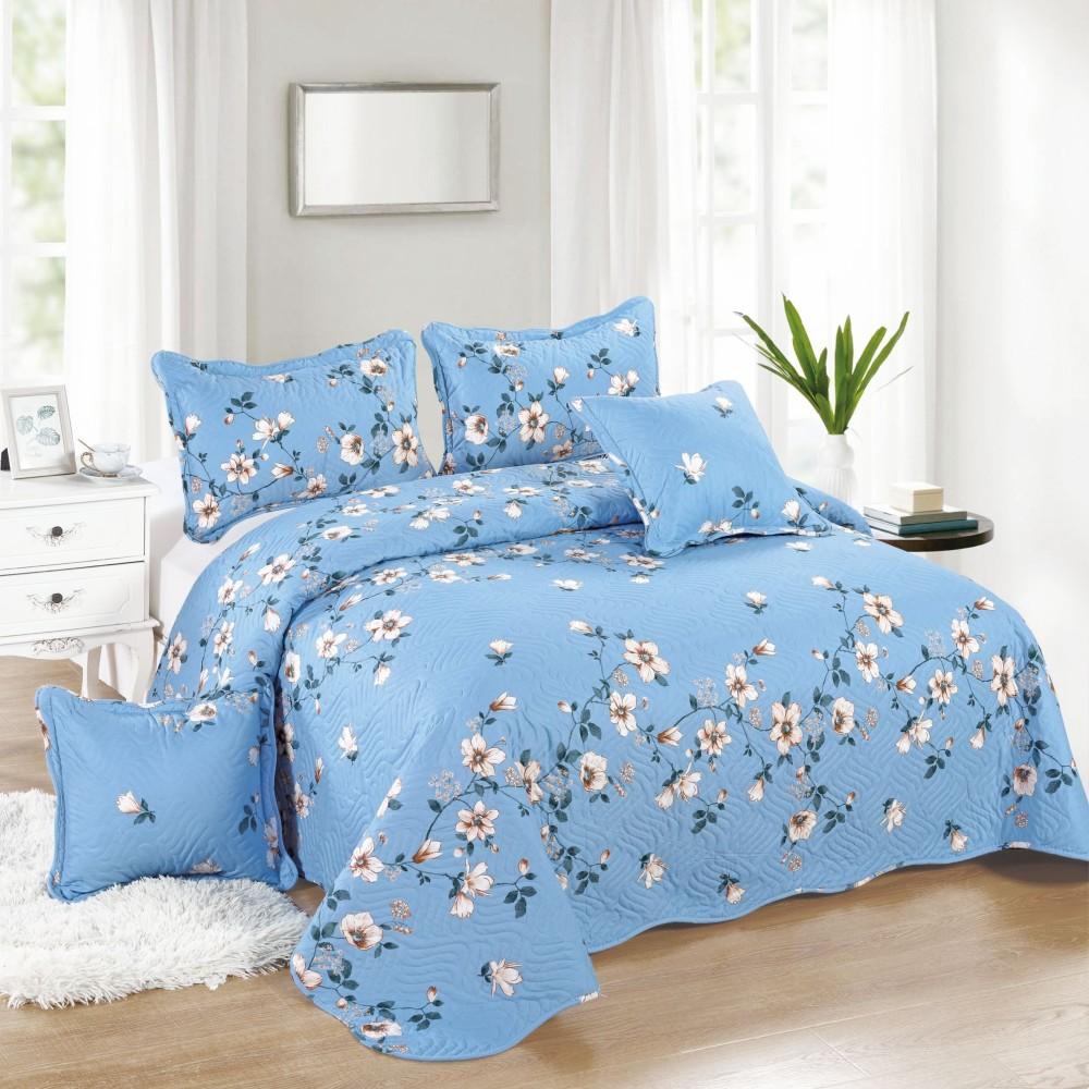 cuvertura albastra cu flori albe